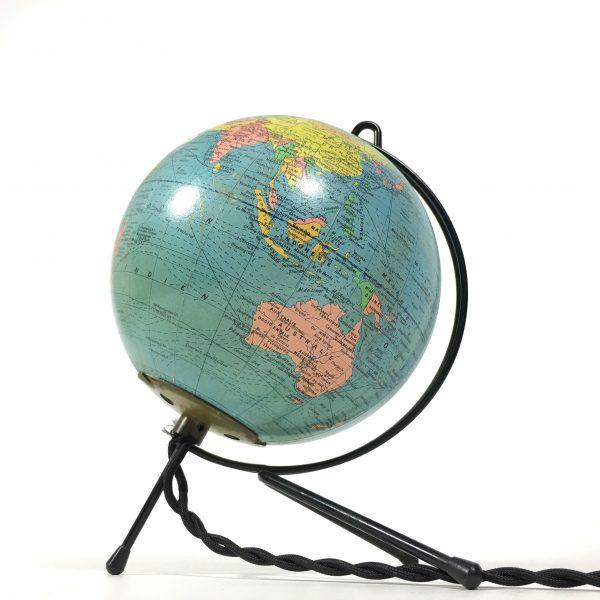 Globe terrestre des années 60