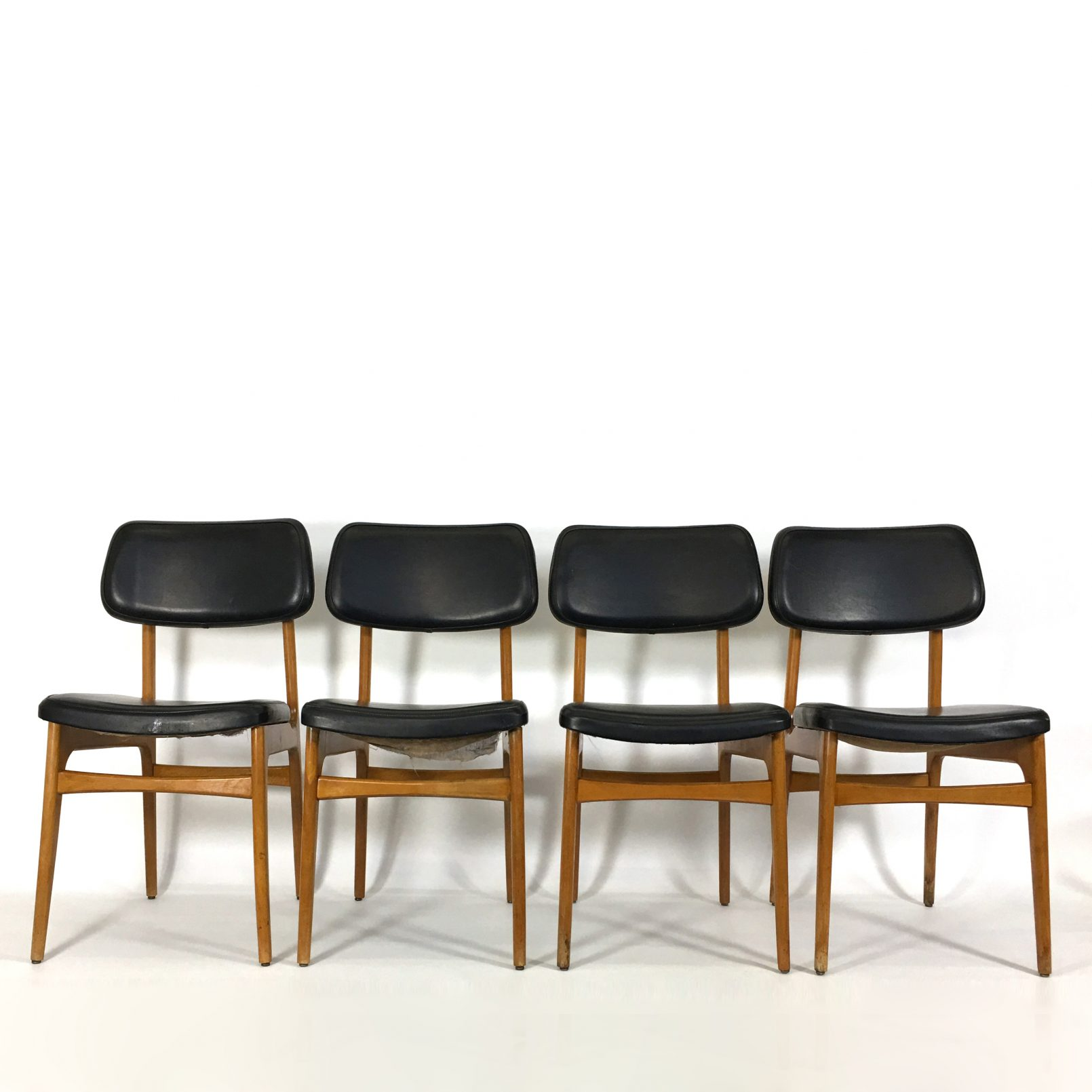 Lot de 4 chaises scandinaves, 1960's.