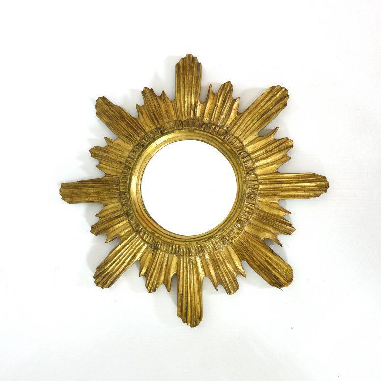 Miroir soleil en bois doré.