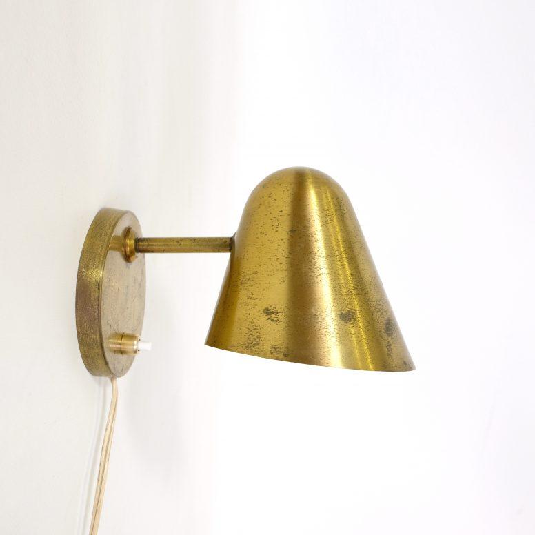 Ravishing brass wall mounted lamp, 1950's.