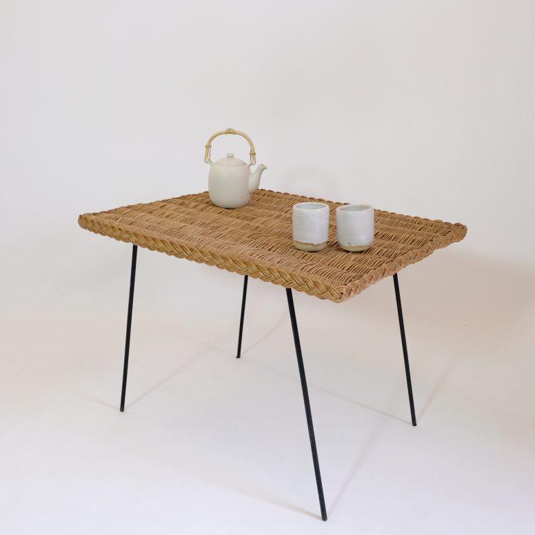 Table basse osier et métal des années 60.
