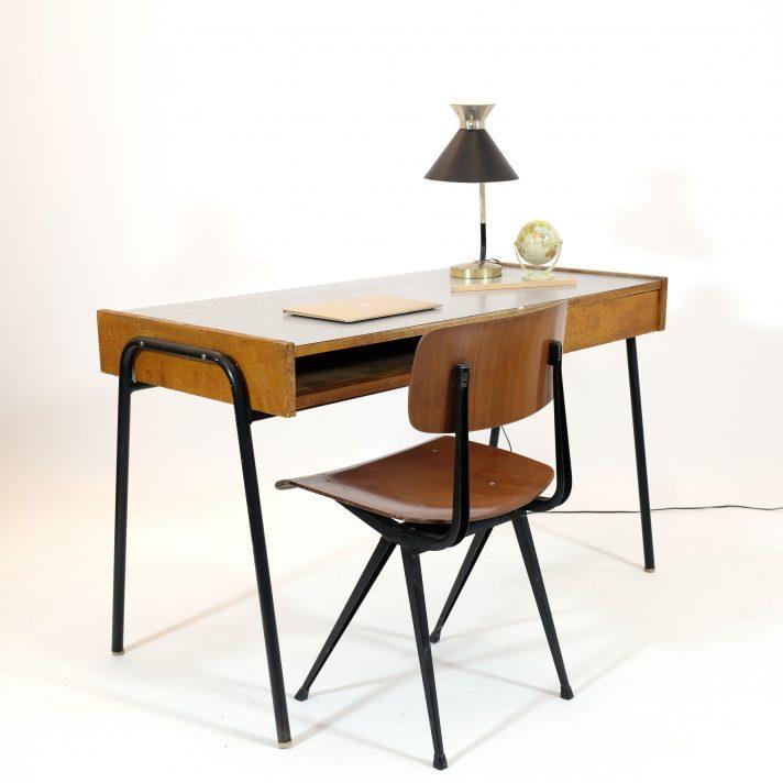 bureau d 39 tudiant des ann es 50 attribu pierre guariche lampandco. Black Bedroom Furniture Sets. Home Design Ideas