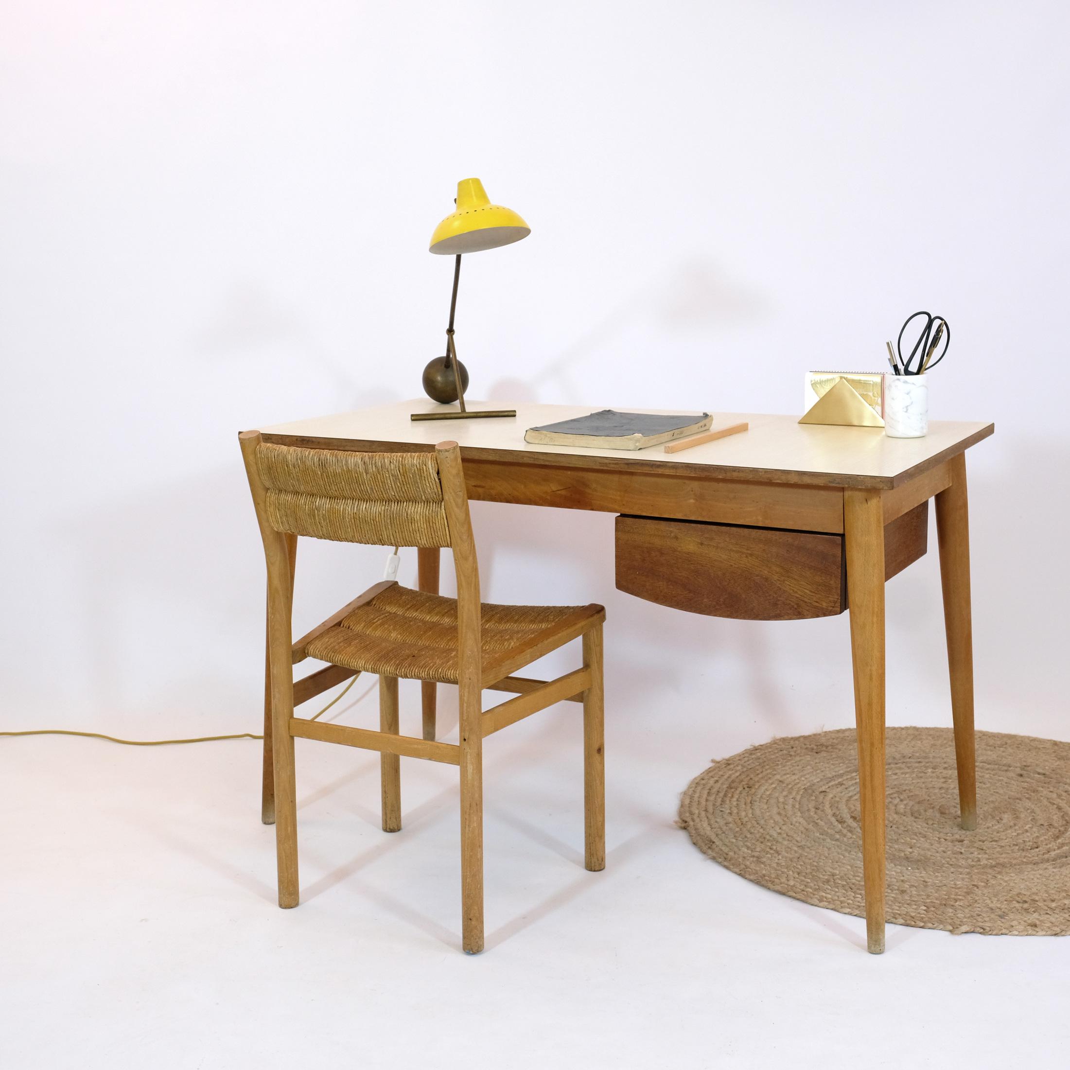 bureau d 39 tudiant des ann es 50 bois clair et stratifi lampandco. Black Bedroom Furniture Sets. Home Design Ideas