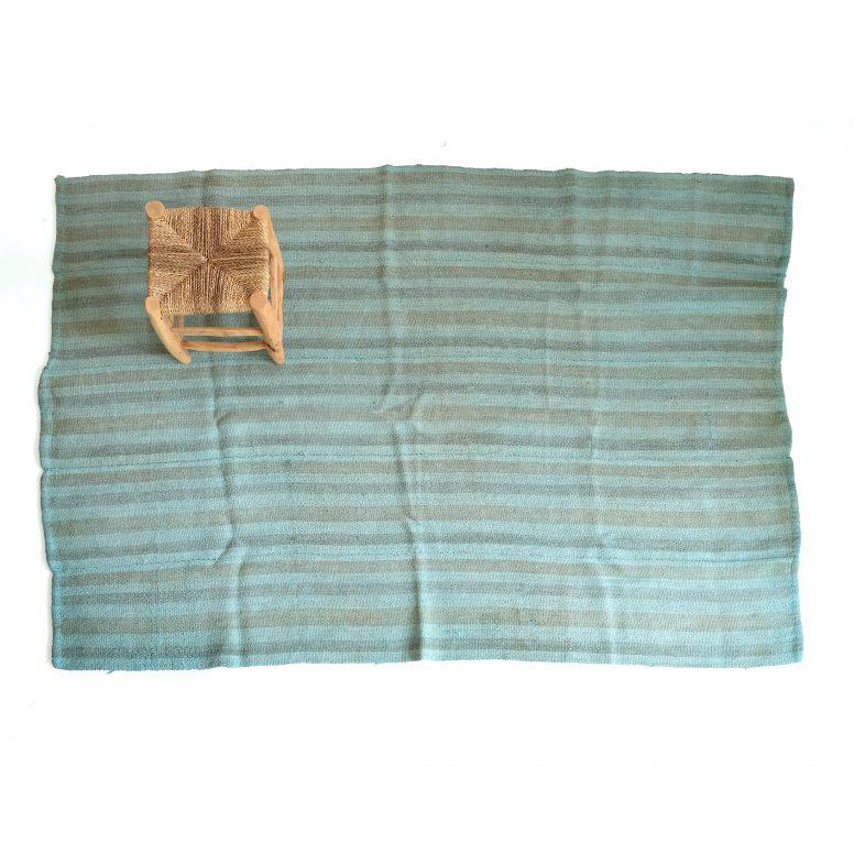 Tapis bleu en chanvre d'origine turc, 150 x 195 cm.