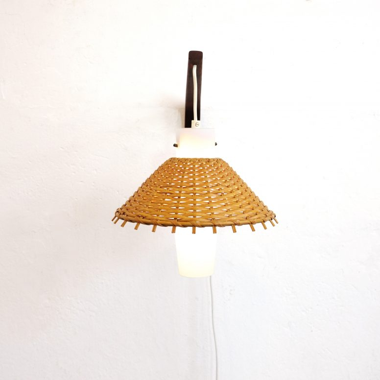 Teak glass and wicker Danish wall lamp, 1960s-1970s.