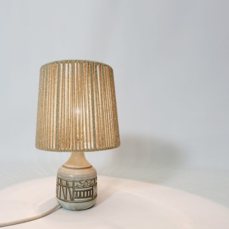 Little earthenware table lamp by Marius Bessone, 1950-1960.