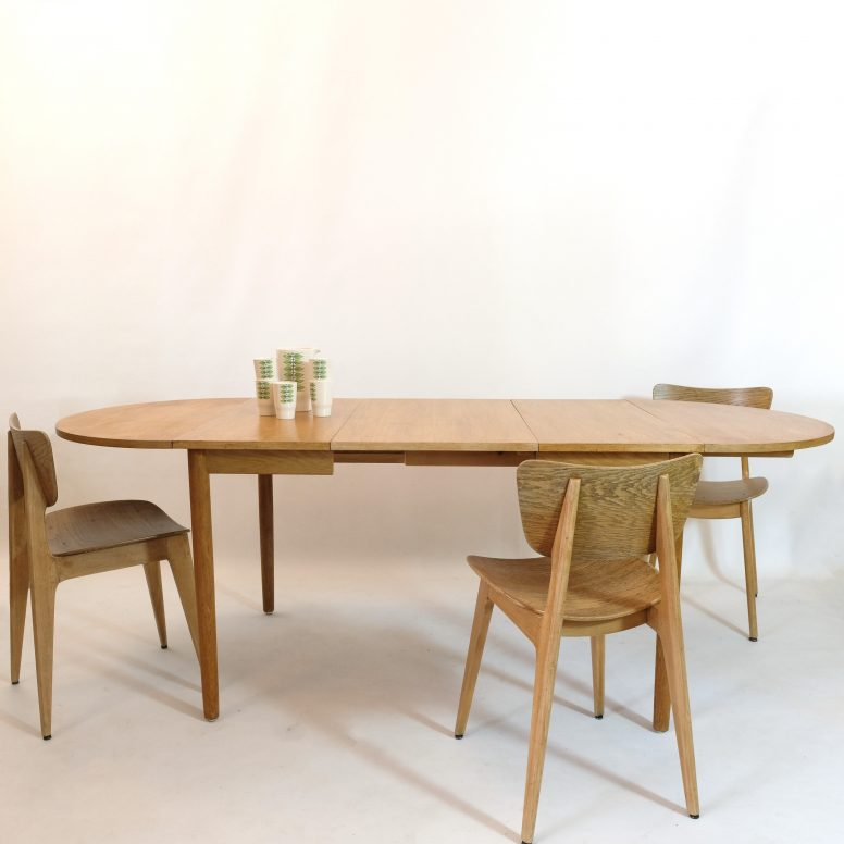 Extending leaf table from the 1960s.