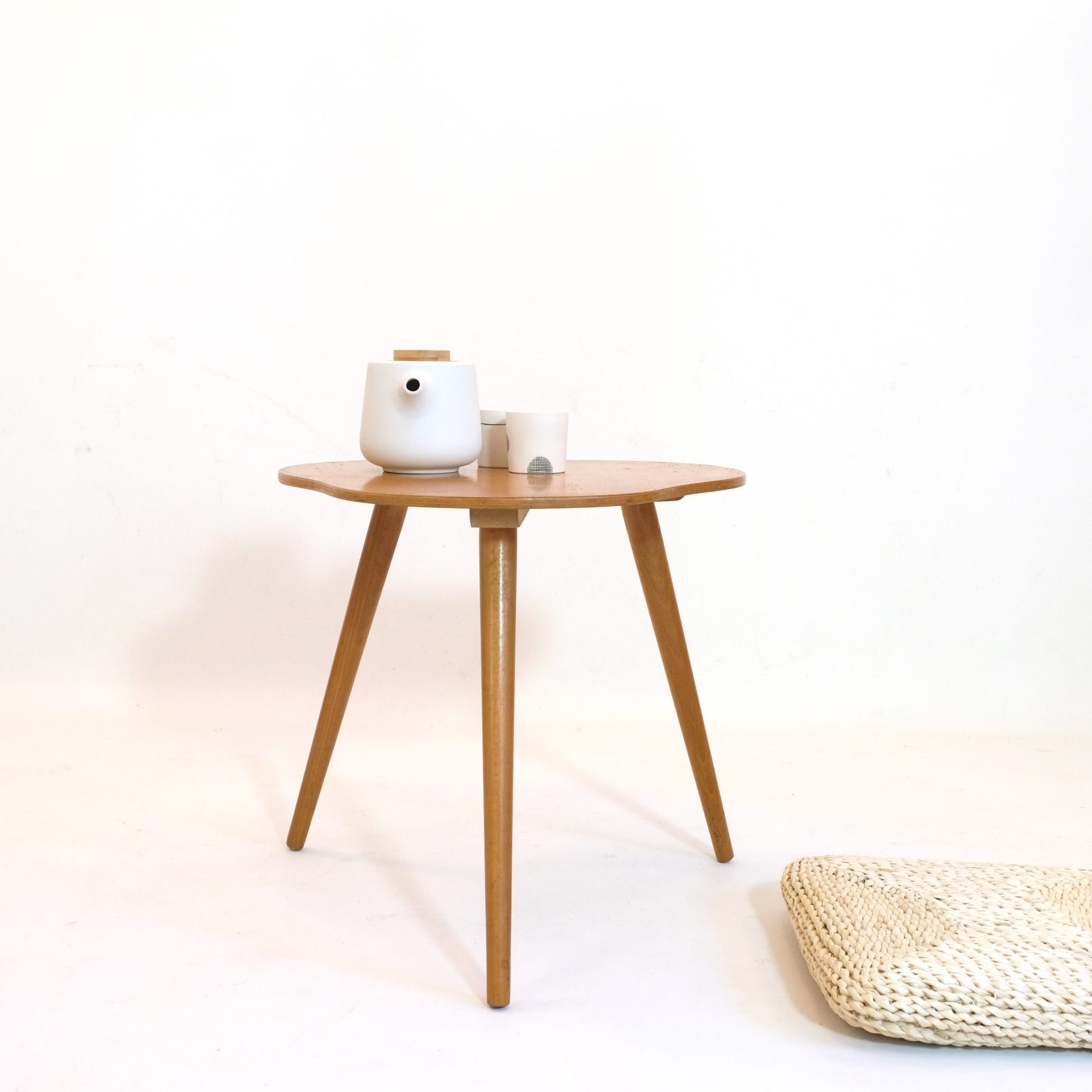Little tripod coffee table, 1960-1970.