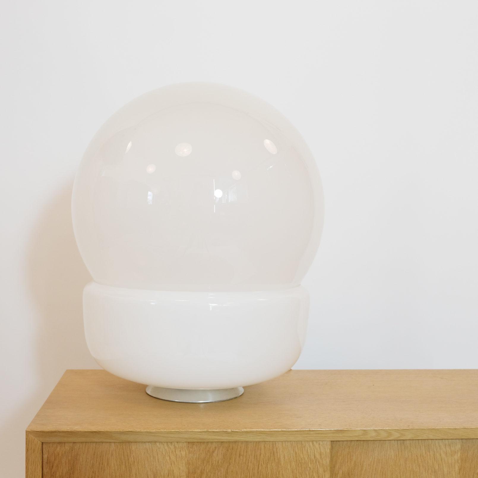 Grande lampe de table en verre, Italie, 1970s.