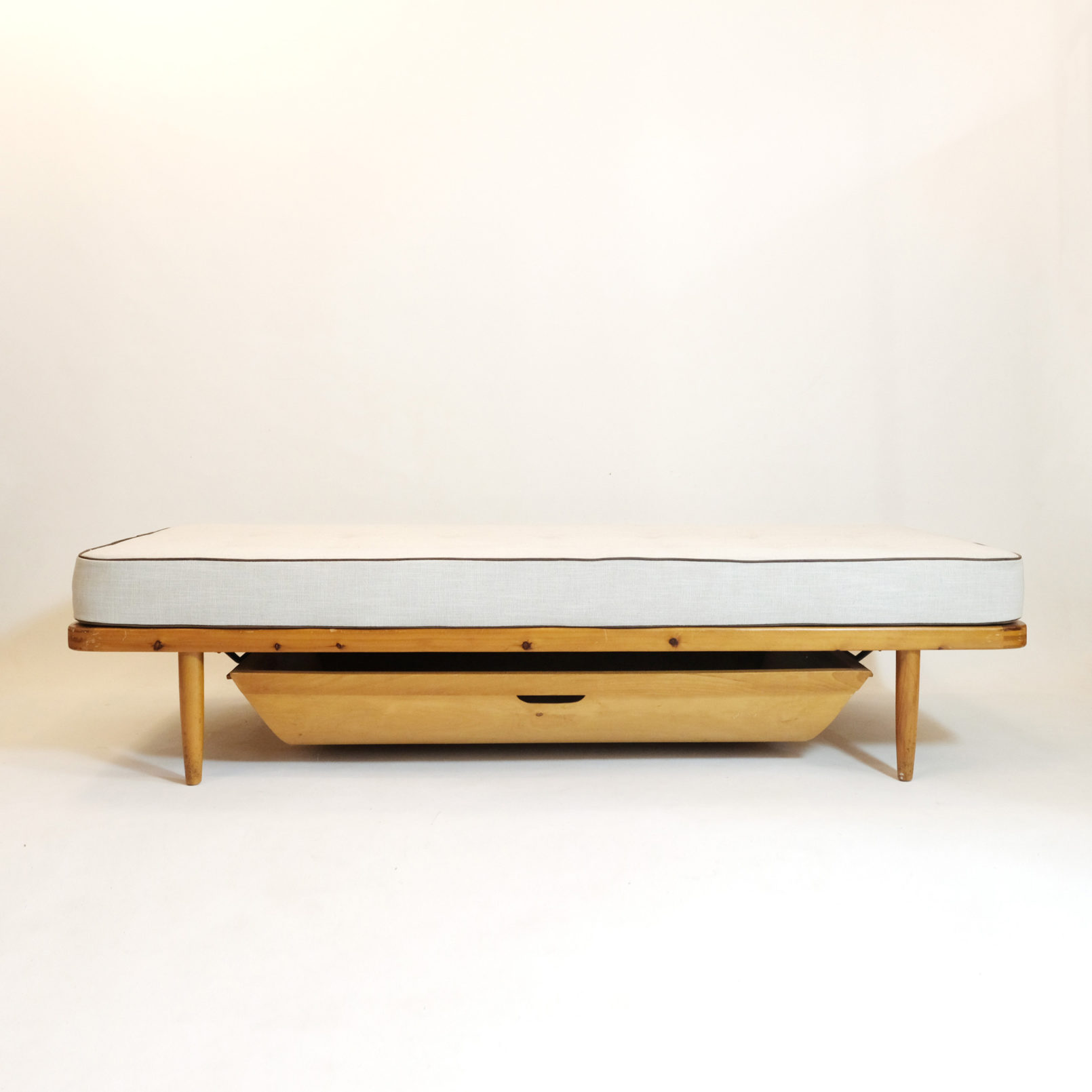 Danish daybed with drawer from the 1950s-1960s.