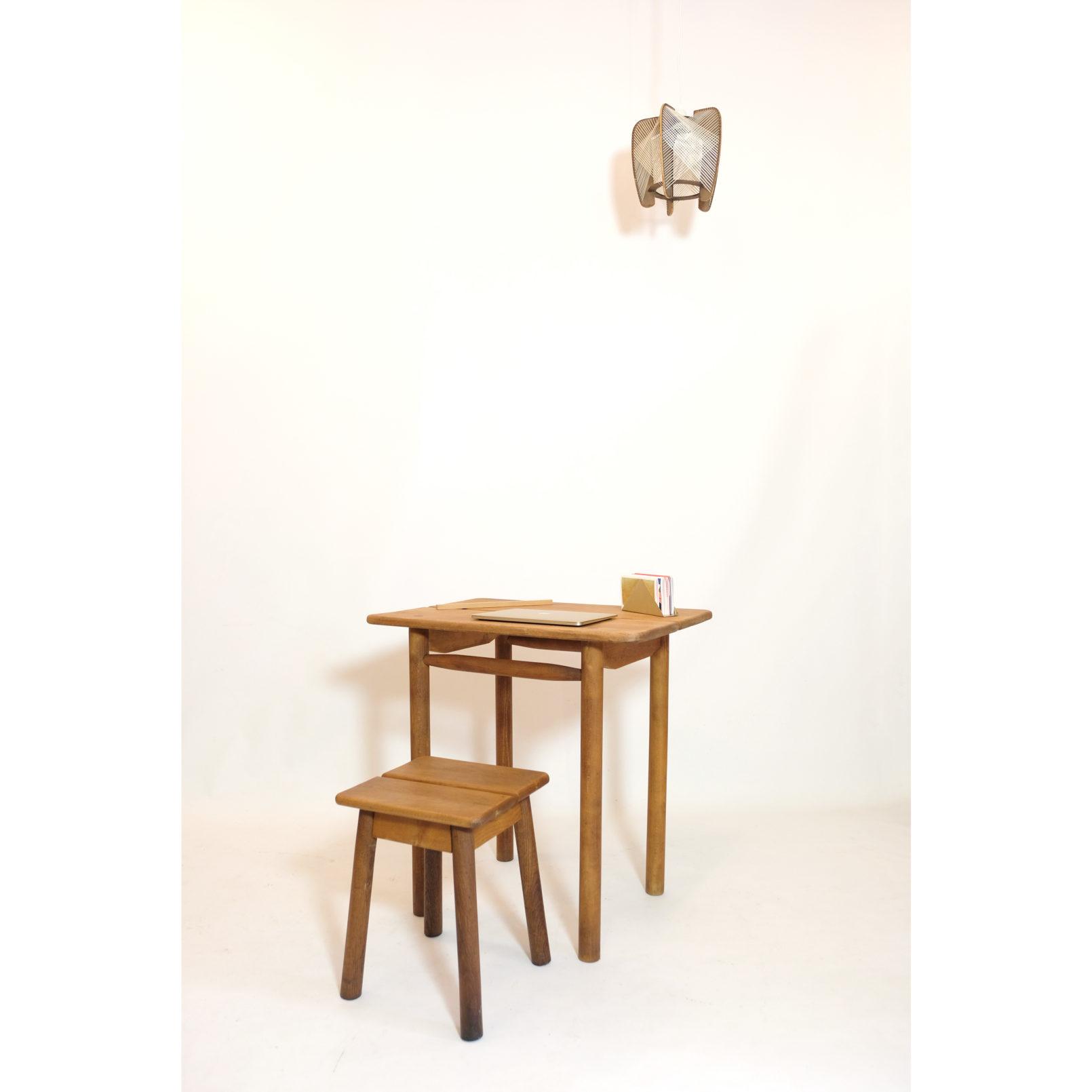 Pierre Gautier Delaye, un petit bureau ou table d'appoint.