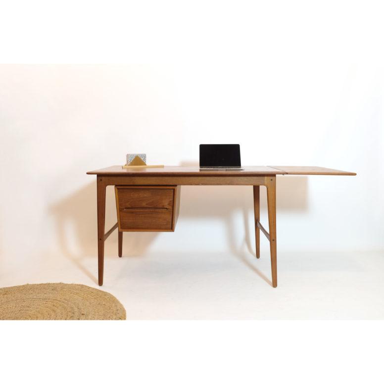 Danish teak desk from the 1960s-1970s.