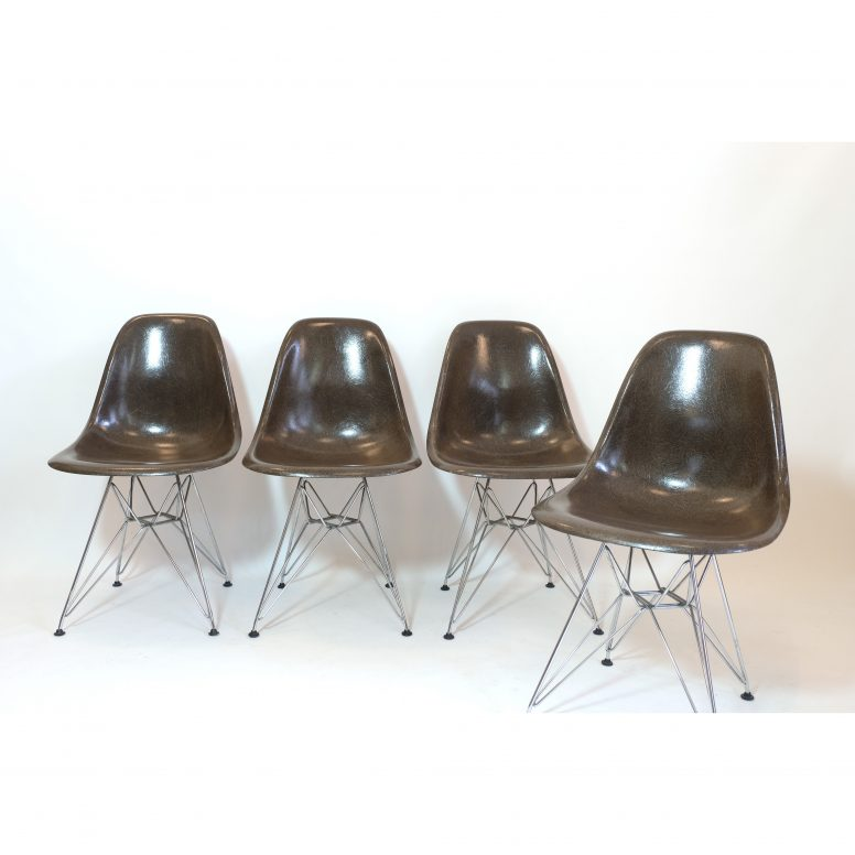 Charles et Ray Eames, 4 chaises DSR, 1970s-1980s.
