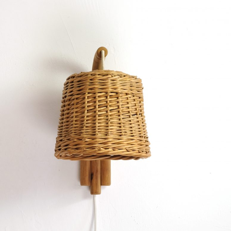 Wicker and bamboo wall lamp from the seventies.
