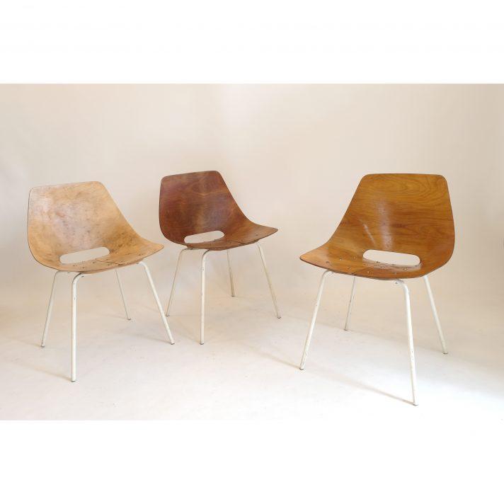 Pierre Guariche, série de 3 chaises tonneau.