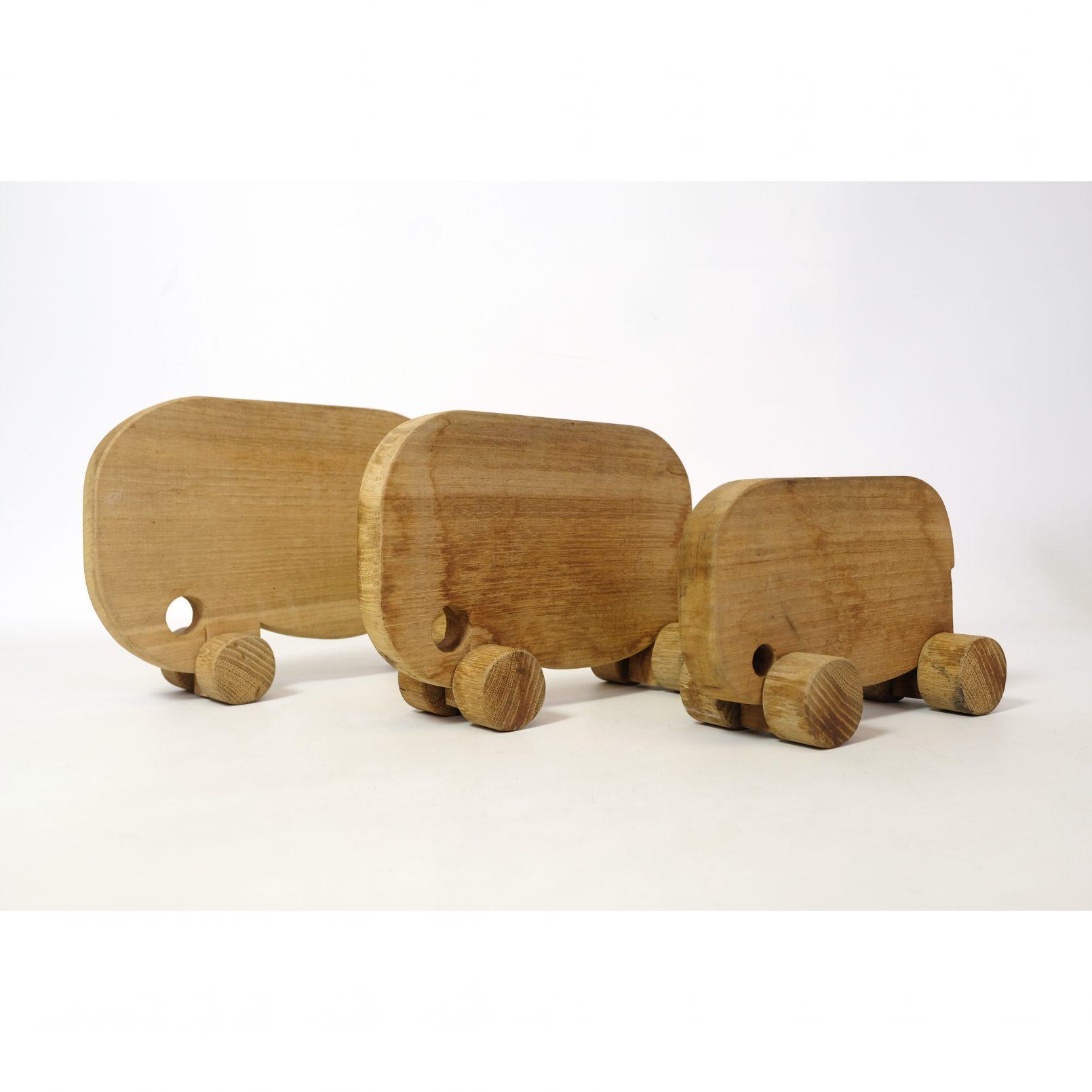 Ensemble de trois éléphants en bois a roulette.