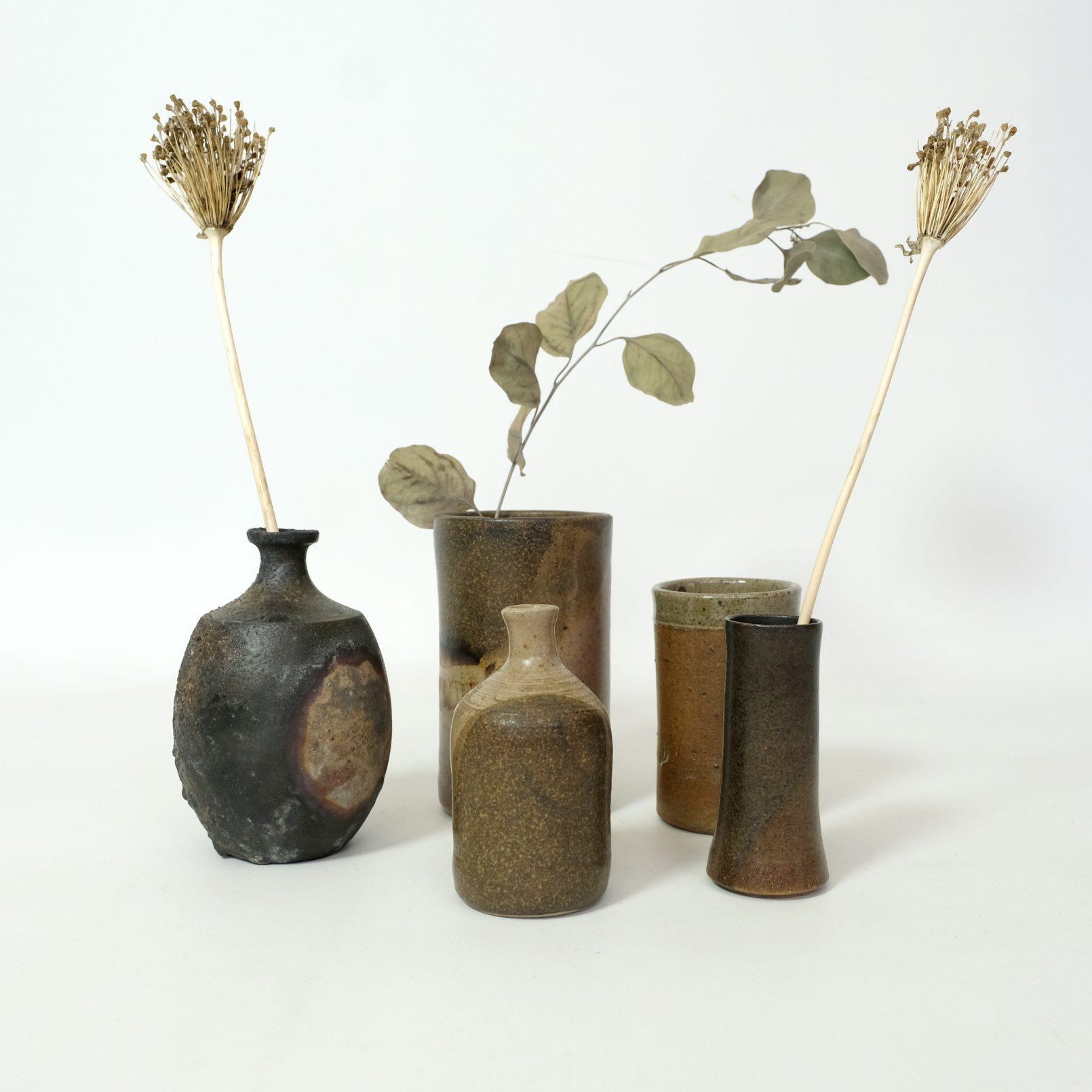Réunion de 5 petits vases en grès, 1950-1960.