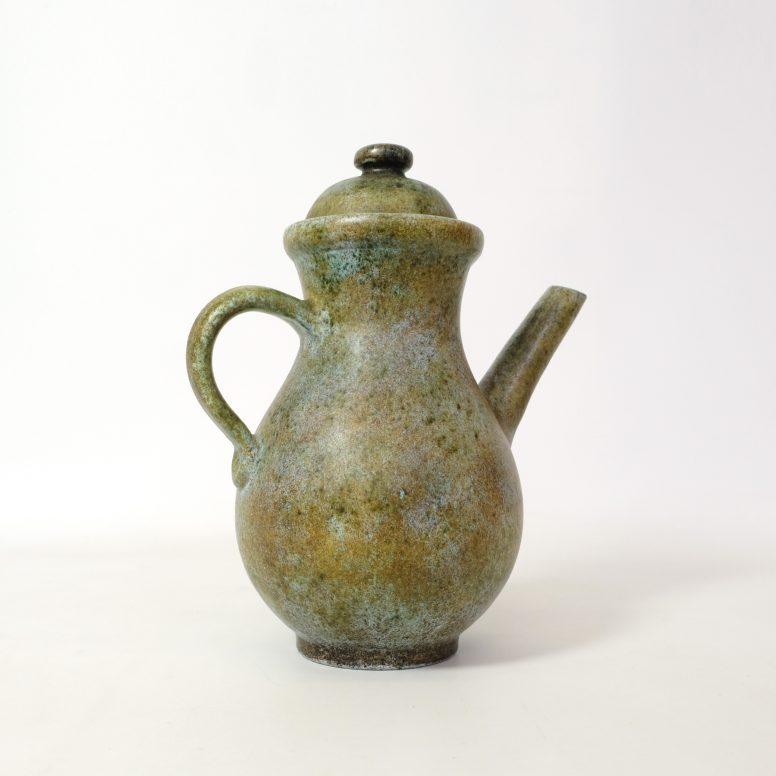 La Grange aux Potiers, verseuse en céramique verte, 35 cm.