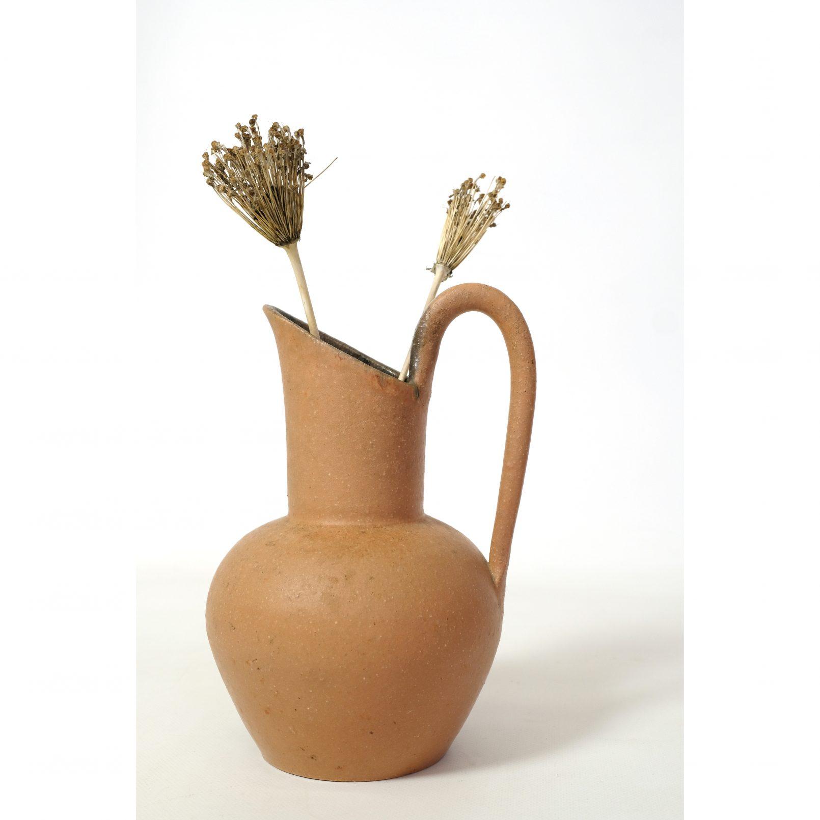 Accolay, terracotta ceramic jug, 25 cm.