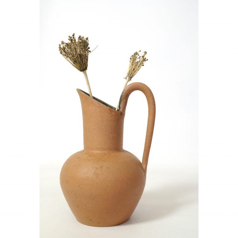 Les potiers d'Accolay, pichet en céramique terracotta, 25 cm.