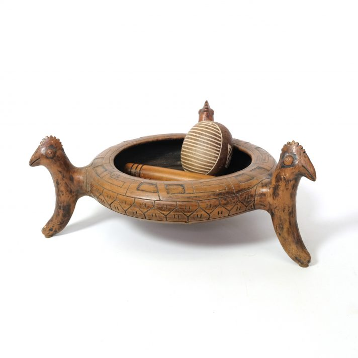 Grande coupe tripode en céramique d'origine brésilienne.
